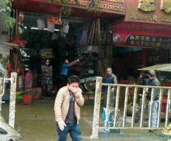Xe hút bể phốt phát nổ tại Trung Quốc