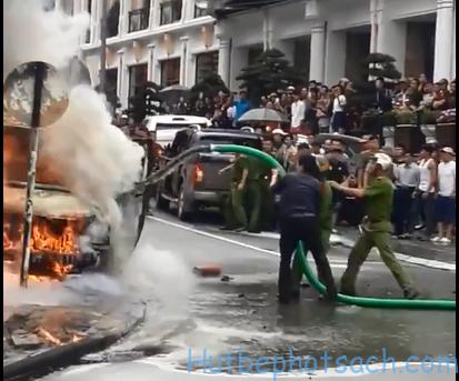 vòi hút của xe bể phốt để dập đám cháy
