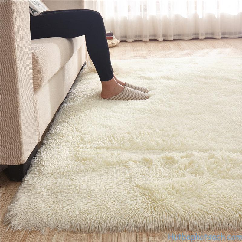 Thảm lụa mềm mại nhưng không giặt đúng cách sẽ xuống chất rất nhanh